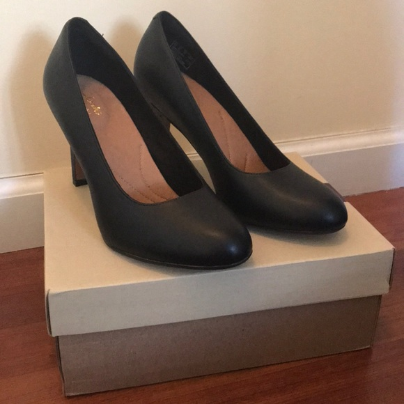 a831c1b0986e NIB Clark s heavenly star black leather heels-sz 8
